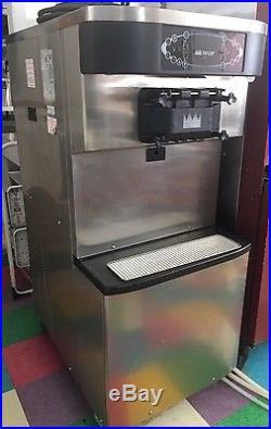 2011 Taylor C712-33 Soft Serve Ice Cream Frozen Yogurt Machine Water/3 Phase
