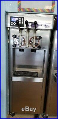 Frozen Yogurt/Soft serve twin twist Stoelting F-231 water cooled 1 phase. Clean