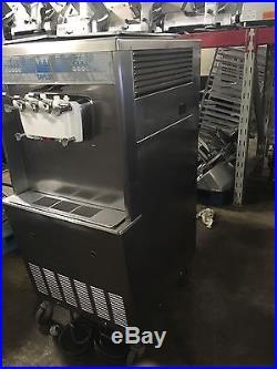 Taylor 754-27 Twin Twist Soft Serve Frozen Yogurt Ice Cream Machine Air Cooled