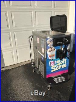 Taylor C709-33 Commercial Soft Serve Ice Cream Machine / Frozen Yogurt (2008)