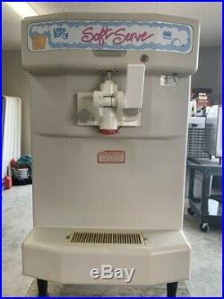 Used counter top Taylor freezer soft serve ice cream machine model y142-12