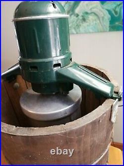White Mountain Ice Cream maker machine green 160706